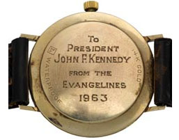Nastrix mécanique étanche en or, de fabrication suisse, offerte à John F. Kennedy par un de ses supporters. Estimation : 150.000 dollars.