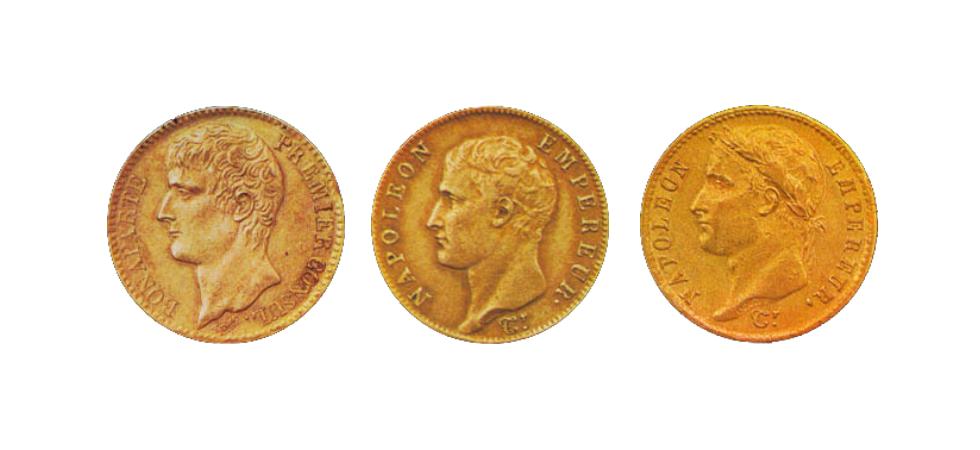 L'avers de trois pièces d'or frappées sous Napoléon Bonaparte
