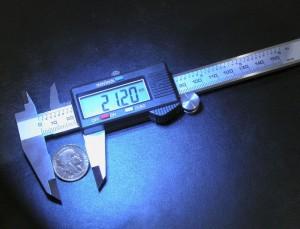 Le pied à coulisse pour mesurer le diamètre des pièces d'or mais surtout leur épaisseur